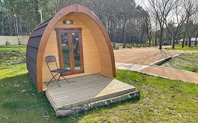 Teiraboa Base Camp - Camping con Bungalows que admiten perros en Galicia (Arzúa - A Coruña)