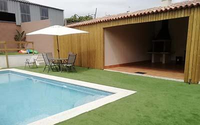 Tiendas, piscina y barbacoa - Camping que acepta mascotas en Galicia (Ribadumia - Pontevedra)