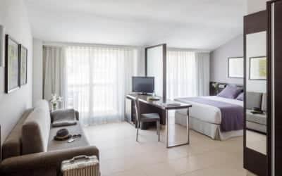 Aqua Hotel Montagut Suites hotel que admite mascotas en Santa Susanna