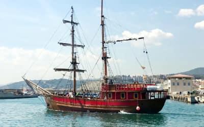 Paseo en barco pirata por Barcelona